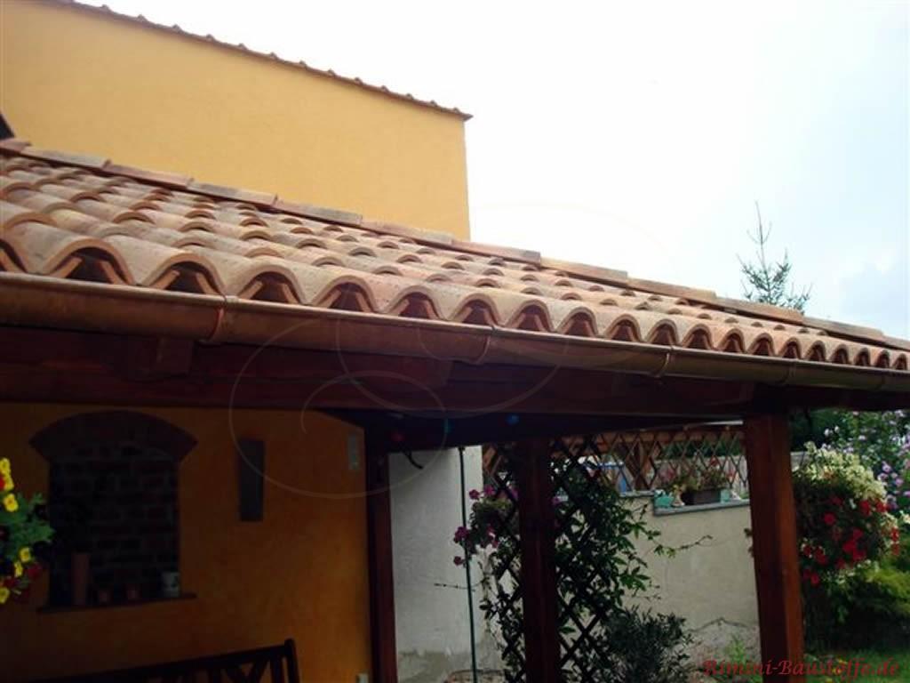 Terrassenüberdachung mit mediterranen Halbschalen