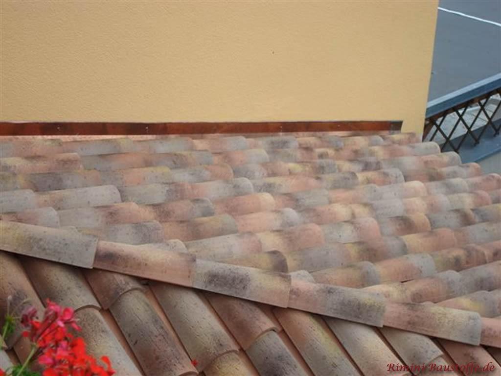 Nahaufnahme der Farbe Assisi mit genarbter Oberfläche