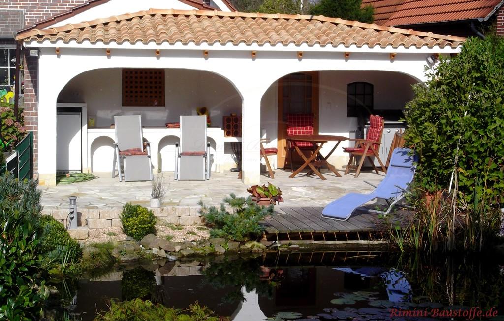tolle überdachte Terrasse mit romanischen Dachziegeln gedeckt