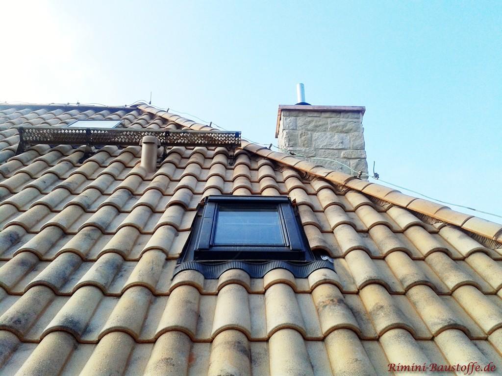 hier gut zu sehen die Zuschnitte um ein Dachfenster herum