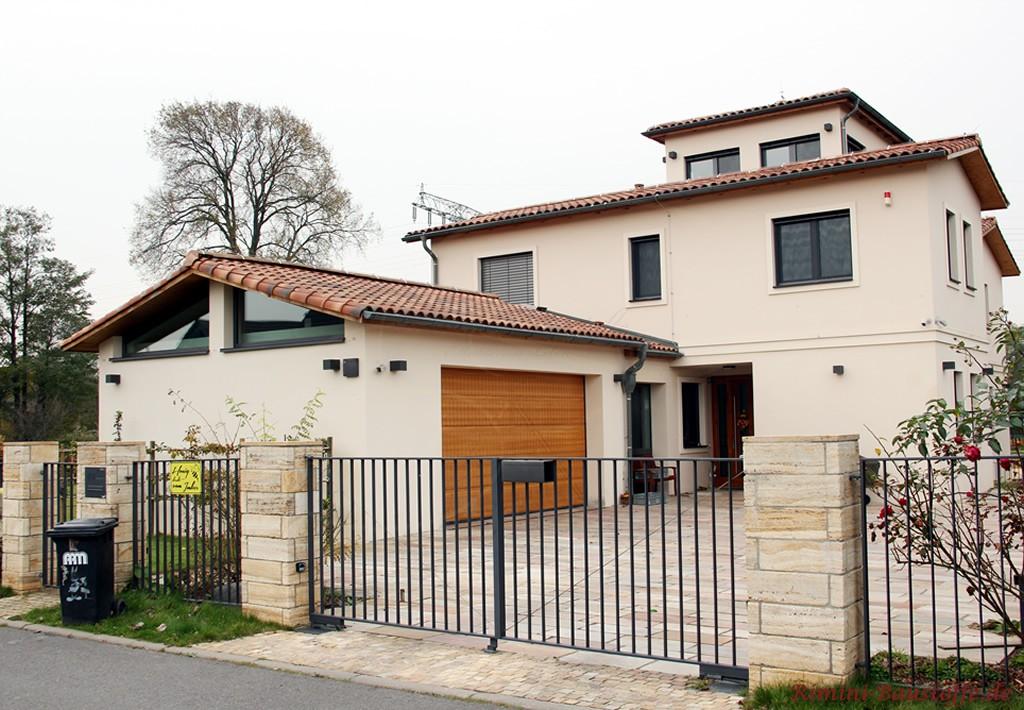 tolle mediterrane Villa mit Turm und Doppelgarage