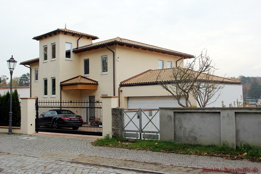 große repräsentative Villa im mediterranen Stil