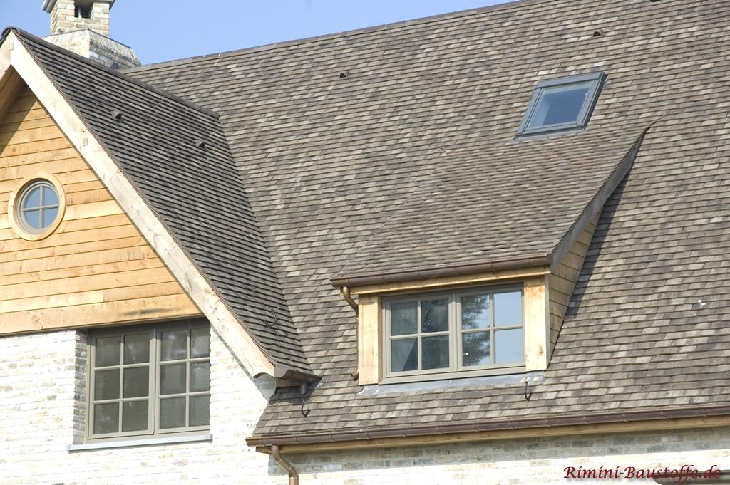 helle Klinkerfassade und ein anthrazitgraues Dach