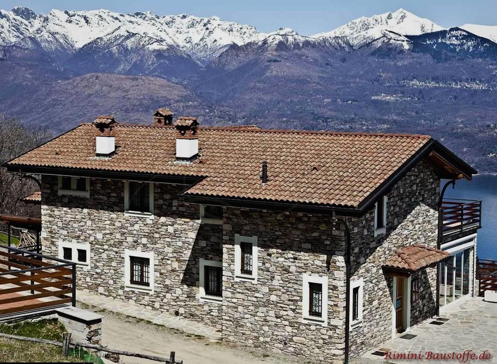tolles rustikales Wohnhaus vor einer einzigartigen Kulisse
