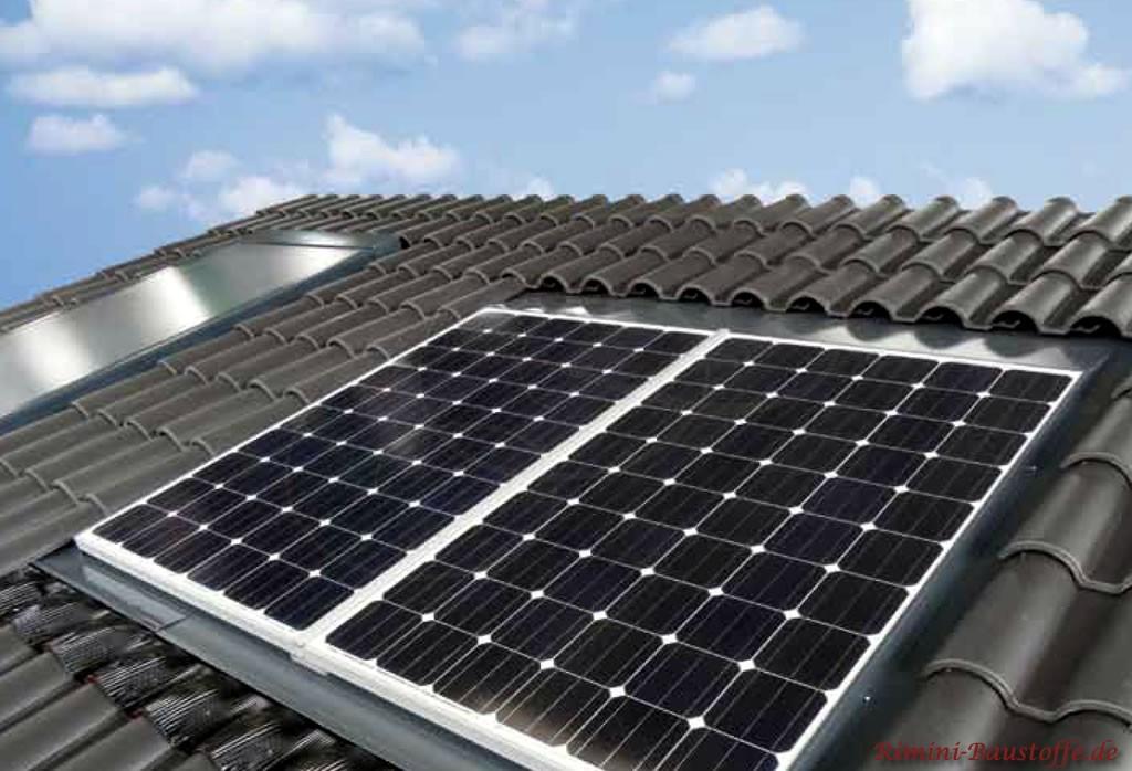 Solaranlage auf einem Dach mit romanischen Ziegeln