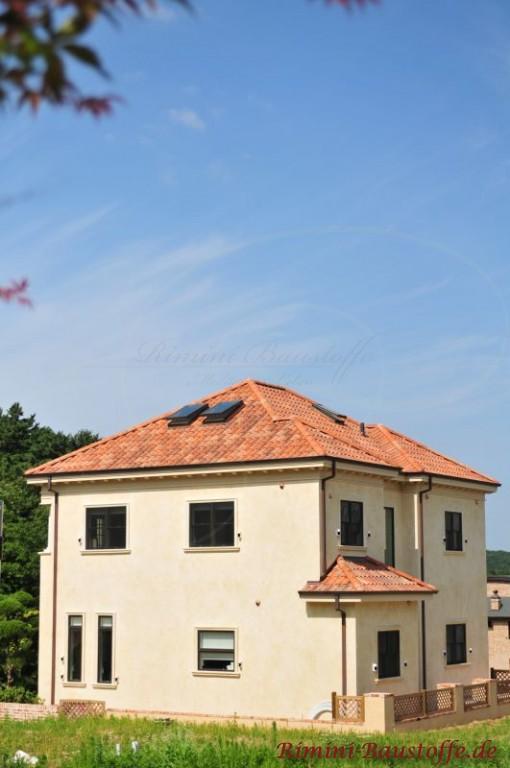 Dach in verschiedenen Farbnuancen