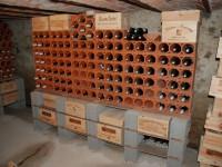 Weinlagerstein Massiv