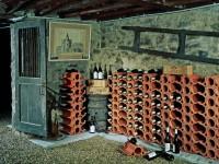 Weinkeller mit Weinlagersteinen Casier