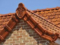 Besondere Dachziegel mit vielen Verzierungen
