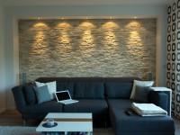 Indirekt Beleuchtete Wohnzimmerwand In Heller Schieferoptik   Riemchen Wand  Wohnzimmer