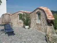 Mauerabdeckungen - Objektbild mediterrane Gartenmauer mit unterschiedlichen Höhen -Mauer eingedeckt mit Teja Curva