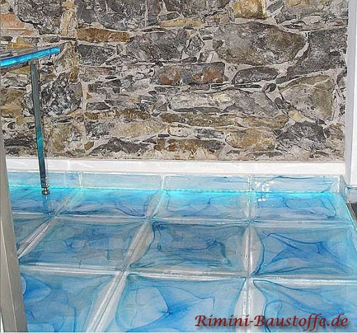 beleuchteter Fussboden aus Glassteinen