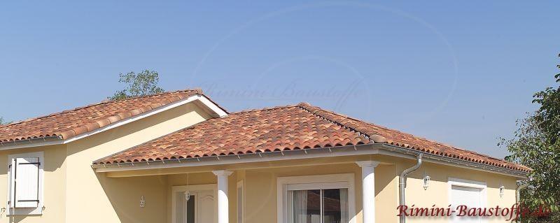schönes mediterranes Dach in südländischen Rottönen