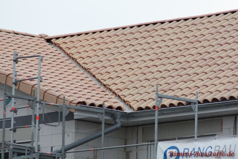 Einfamilienhaus in der Rohbauphase mit sehr schönem südländischen Dach