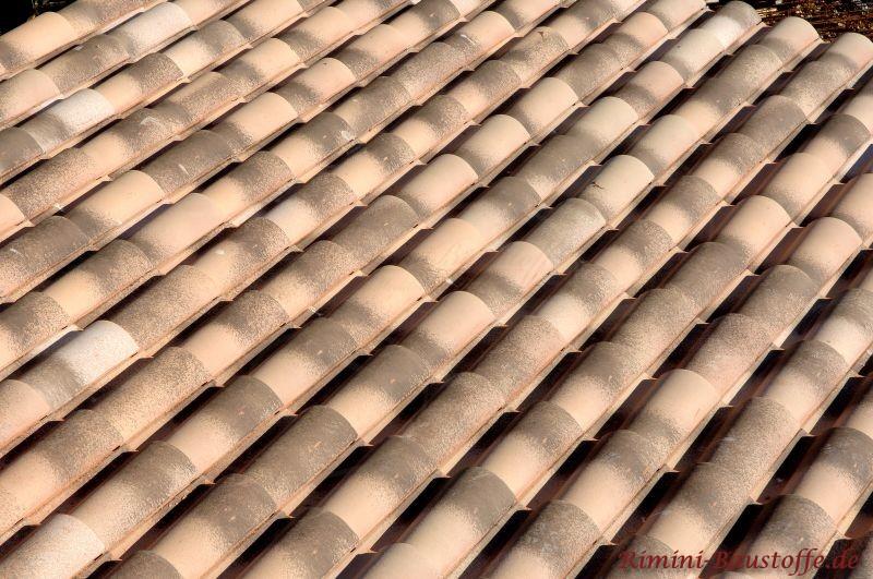 mediterranes Dach in Erdtönen