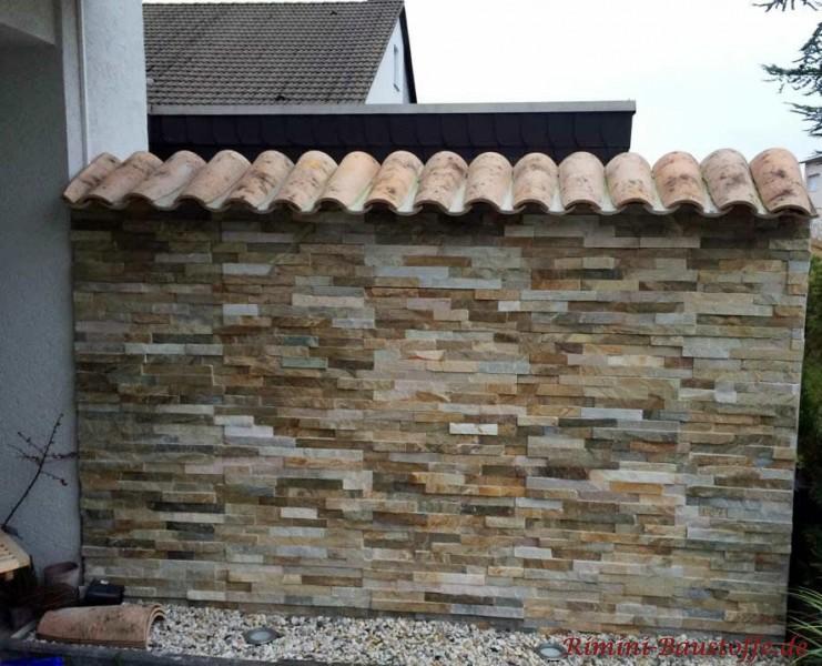 Sichtschutzmauer an der Terrasse im mediterranen Design