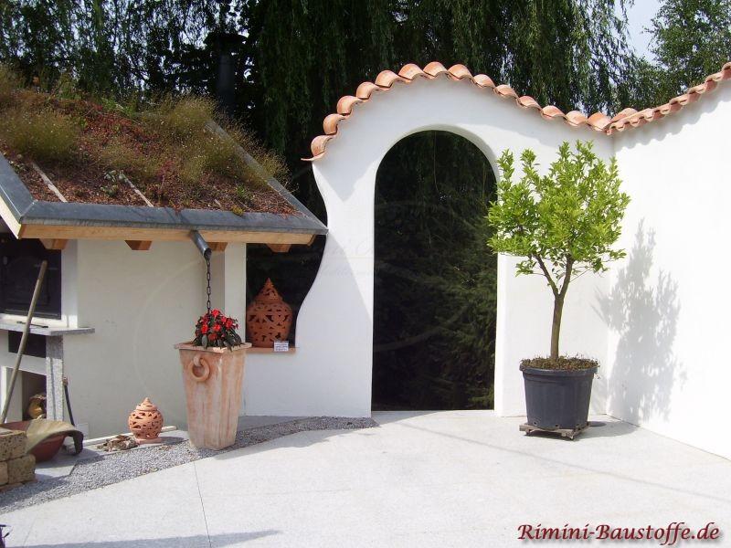 Geschwungener durchgang mit Pater Nonnen Pfannen abgedeckt und einer Dachbegrünung