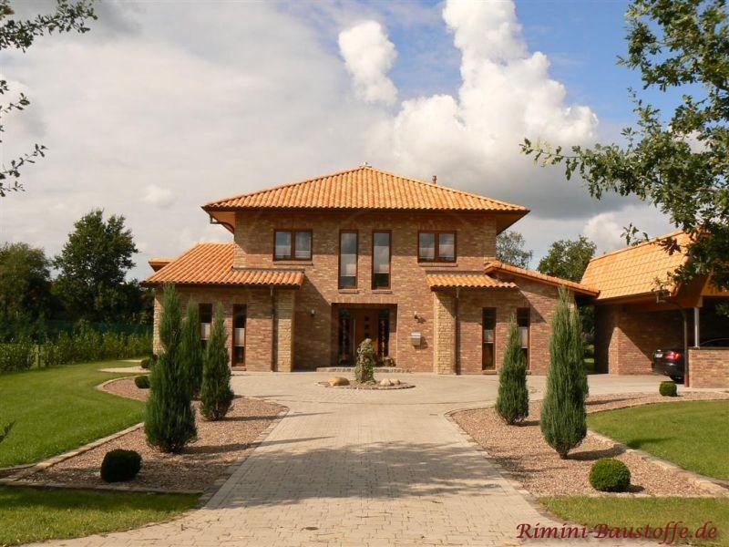 mediterranes Haus in Norddeutschland mit Klinkerfassade und schönem mediterranen Dachziegel