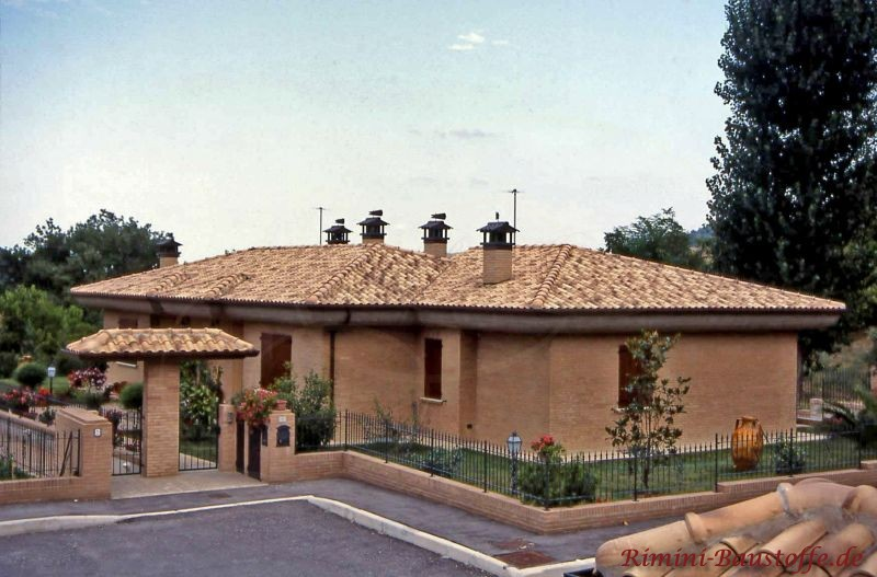 mediterraner Bungalo mit sehr schönem Grundriss und passendem changierendem Dach