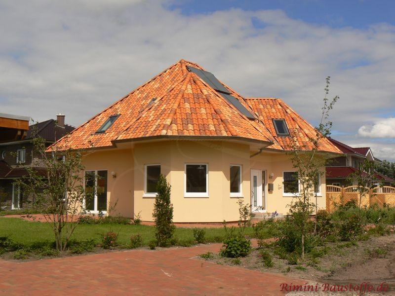 schönes Einfamilienhaus mit einem Erker und sehr schönem Turm