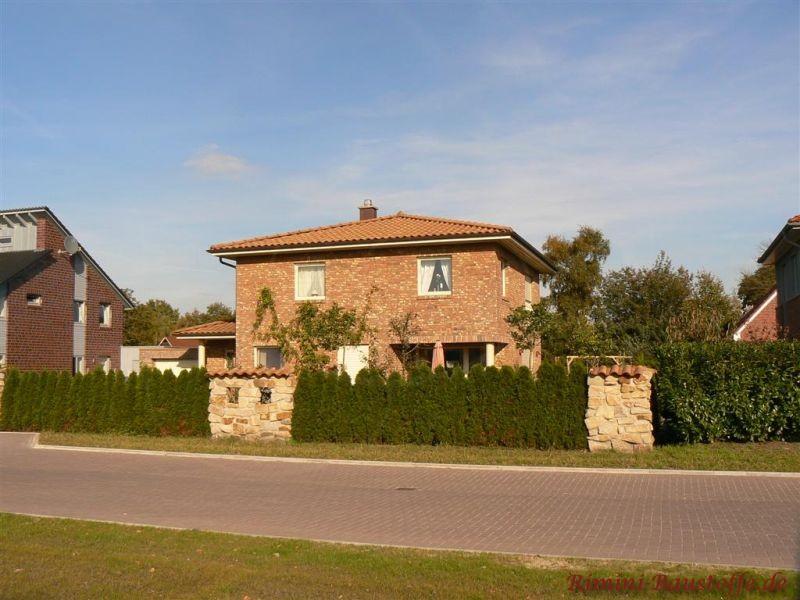 norddeutscher Klinkerbau im südländischen Baustil mit schönem Zeltdach