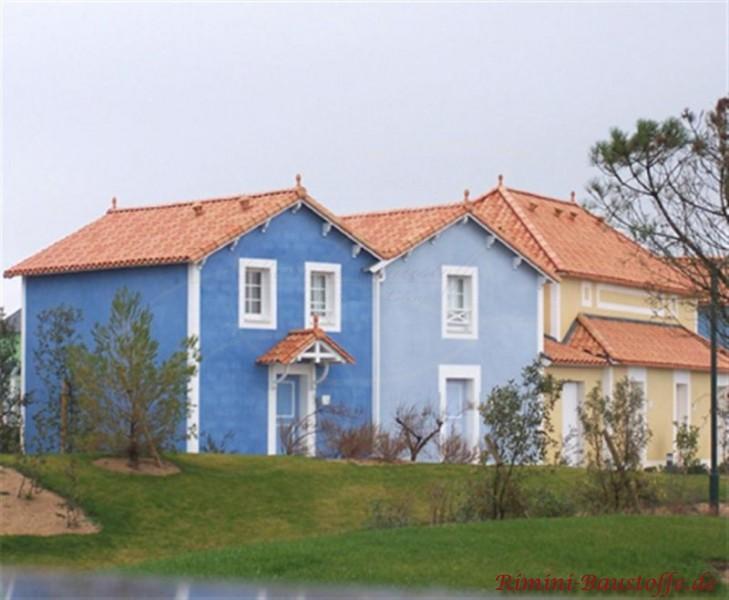 Reihenhaus mit verschiedenen Fassadenfarben und sehr schöner einheitlicher Dachfläche