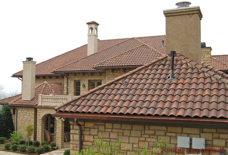 mediterranes Dach mit auffallender Architektur und einer Aussenfassade aus Natursteinen