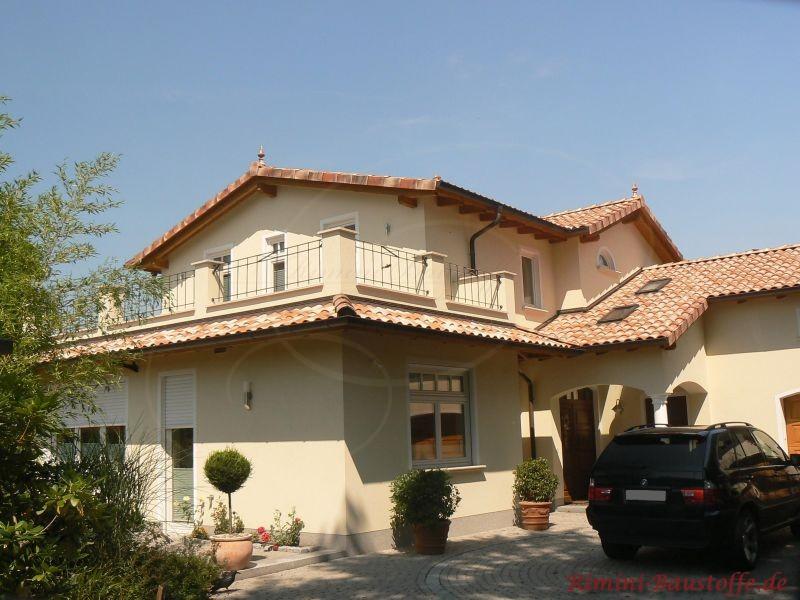 sehr schönes Einfamilienhaus mit mediterranem Flair. Mit Dachterrasse und sehr schöner Architektur