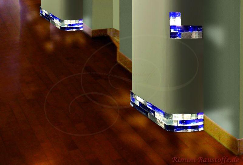 beleuchteter Sockel aus Glasbausteinen