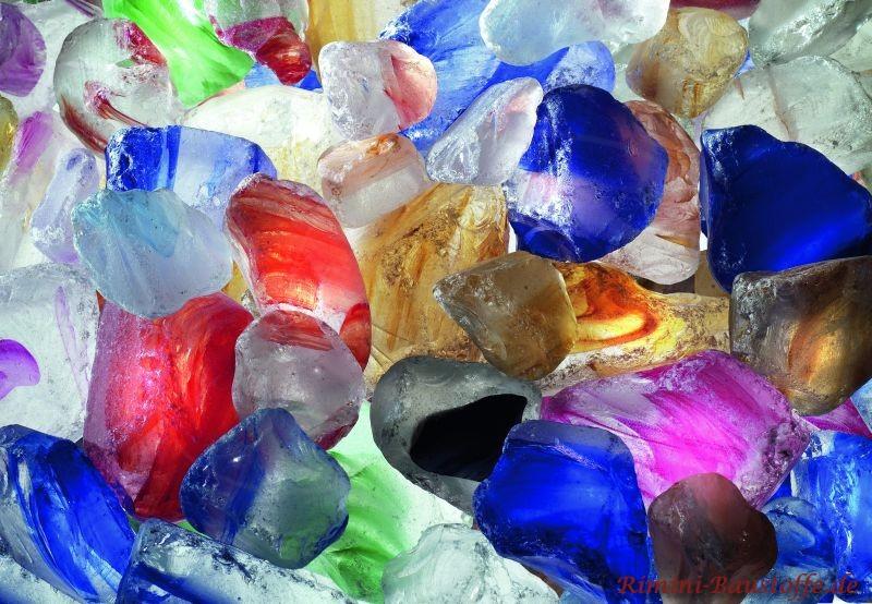 bunte Glassteine als Dekoration