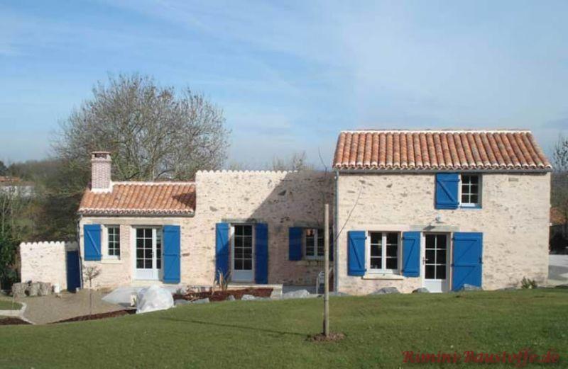 mediterranes Gebäude mit heller Natursteinfassade und Halbschalendachdeckung