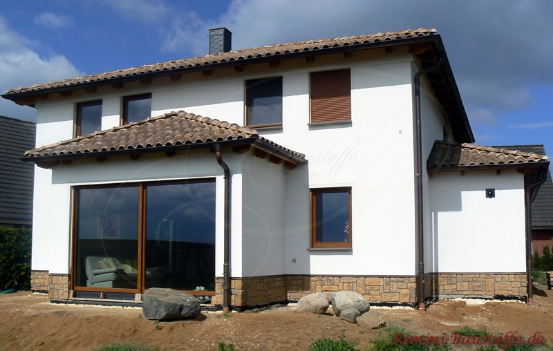 schöner Neubau im mediterranen Stil