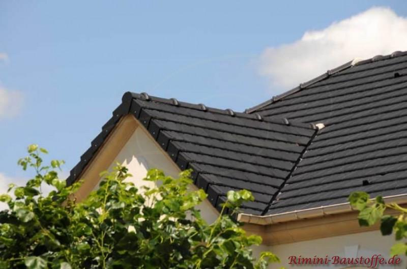 Schönes Dach in schwarzer Farbe