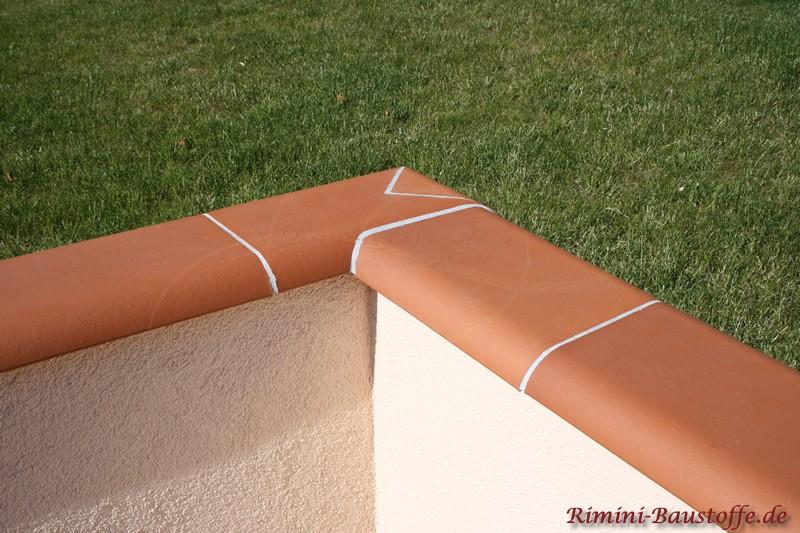 Elegante Lösung einer Mauerabdeckung über Eck