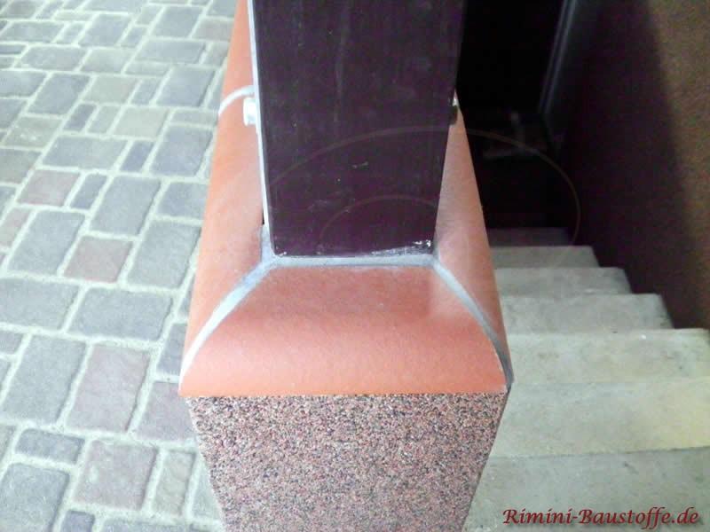 Lösung für Mauerabdeckung um einen Holzpfeiler