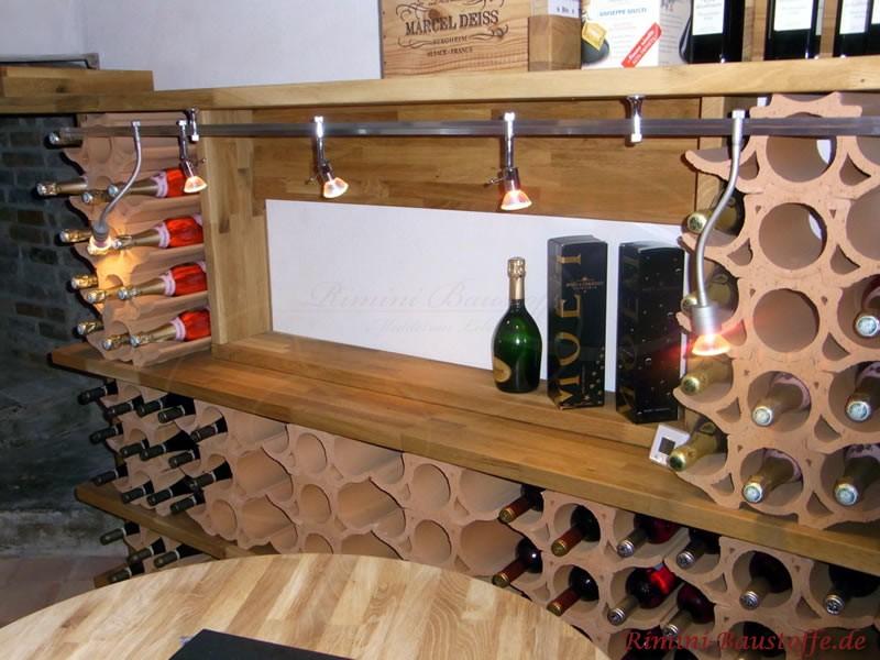 rustikaler Weinkeller mit geschwungenen Weinlagersteinen als Regalsystem
