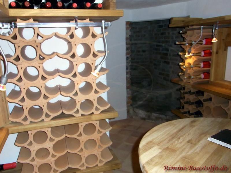 geschwungene Weinlagersteine als Weinregal