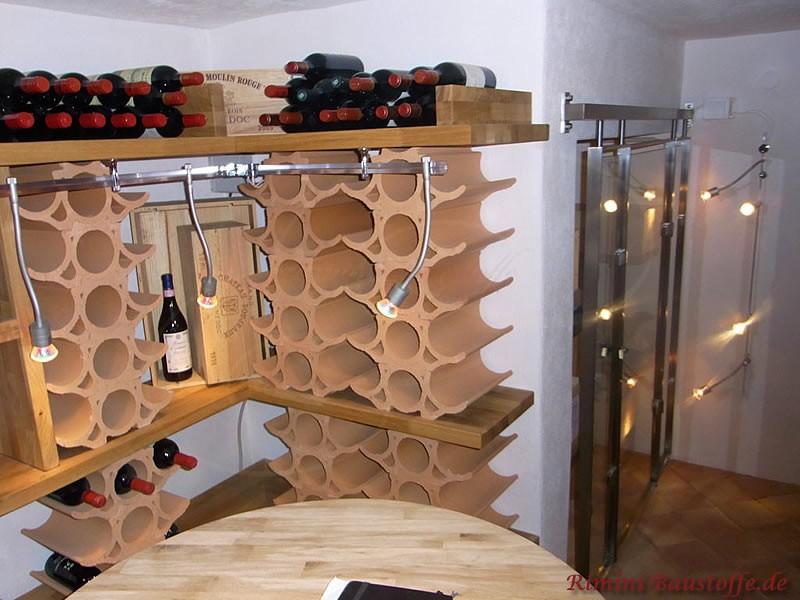 Weinregal über Eck aus geschwungenen Weinlagersteinen