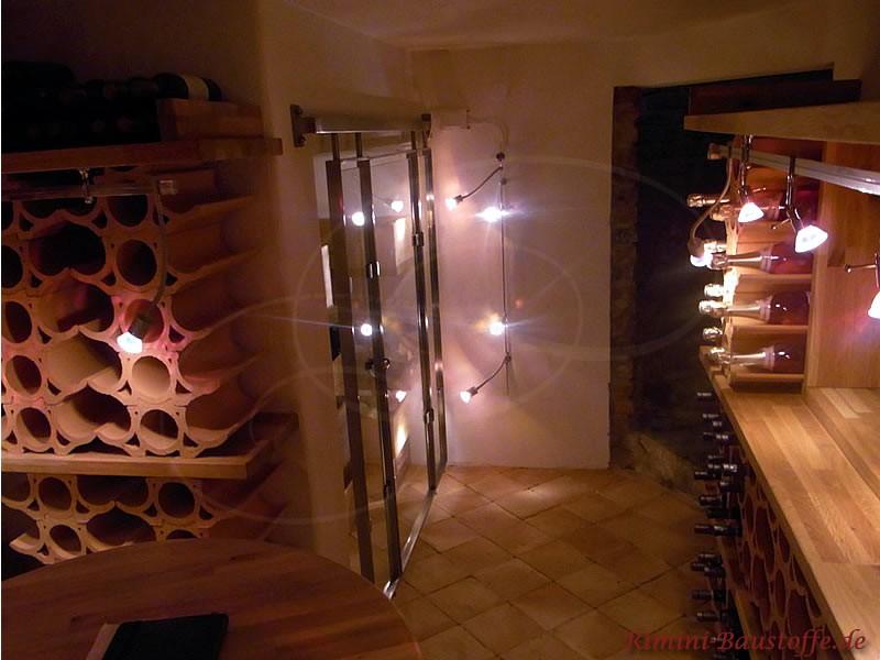 Weinkeller mit Regalen aus geschwungenen Weinlagersteinen