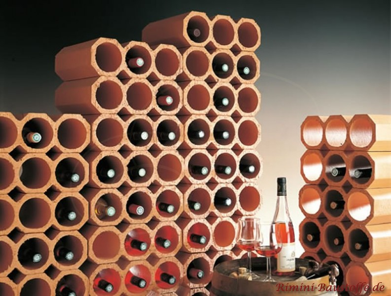 gestapeltes Weinregal aus Weinlagersteinen für 3 Flaschen