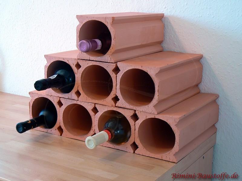 Weinlagersteine als Pyramide gestapelt