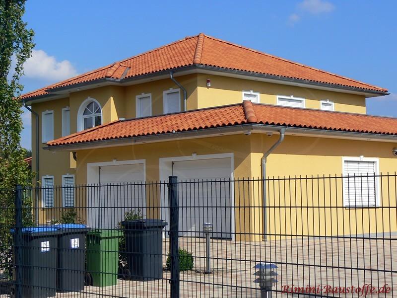 Eingezäuntes Haus aus dem Süden