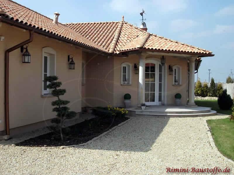 Schönes Ebenerdiges Haus mit vielen Verzierungen in Polen