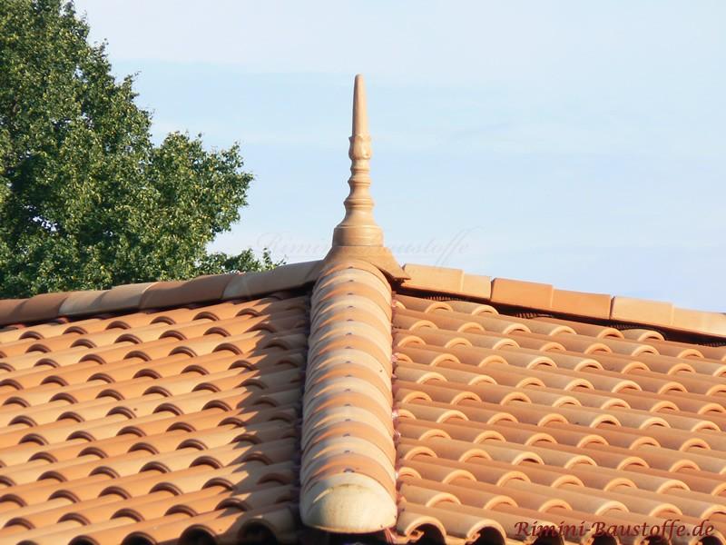 schönes rötliches Dach in zwei schönen Rottönen