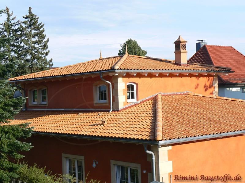 Schönes Haus in warmen Pastelfarben