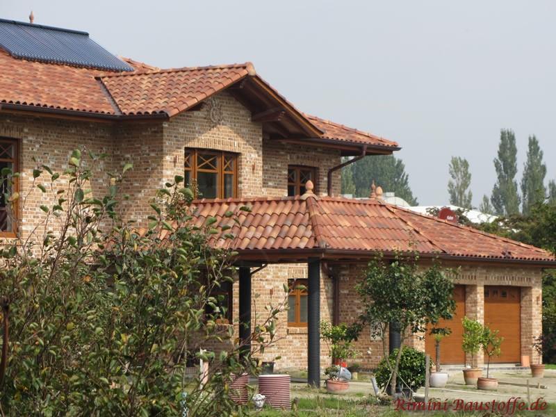 schönes mediterranes Wohnhaus mit viel Begrünung