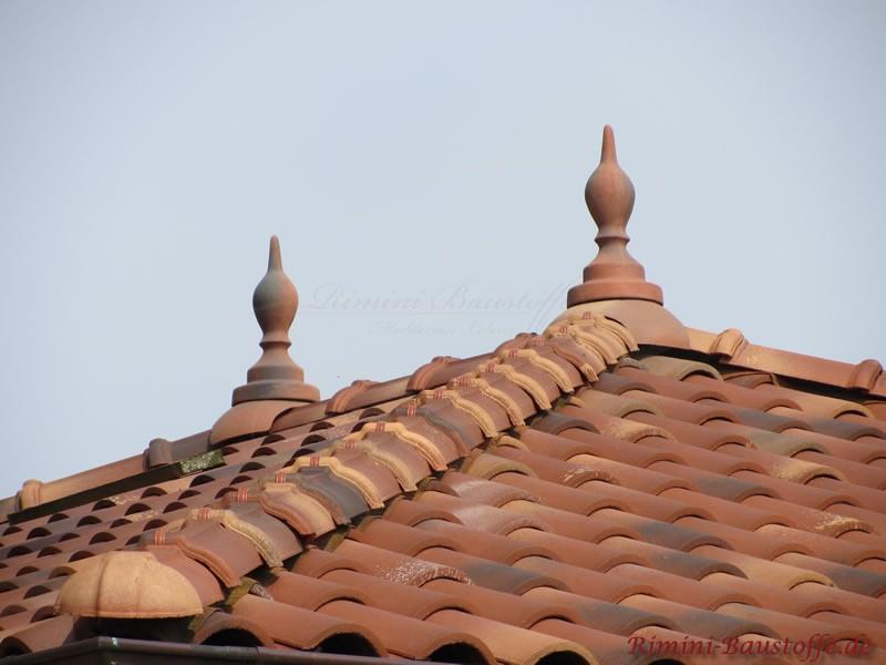 Typisch für die mediterrane Achitektur sind Zierspitzen als Dachschmuck