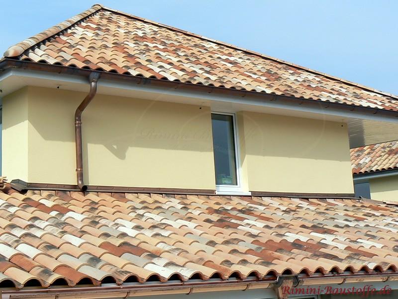 Dachgeschoss mit schöner heller Putzfassade und einem mediterranen Dach