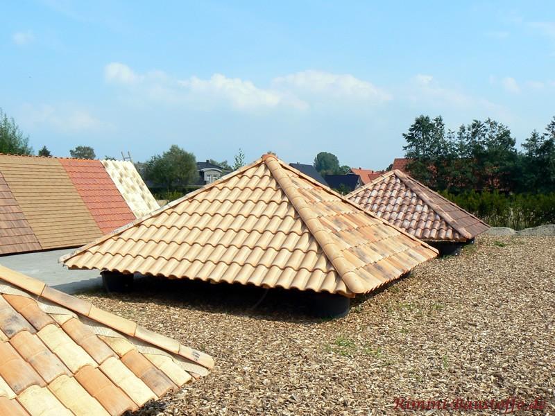 Zeltdach mit beigen Dachziegeln