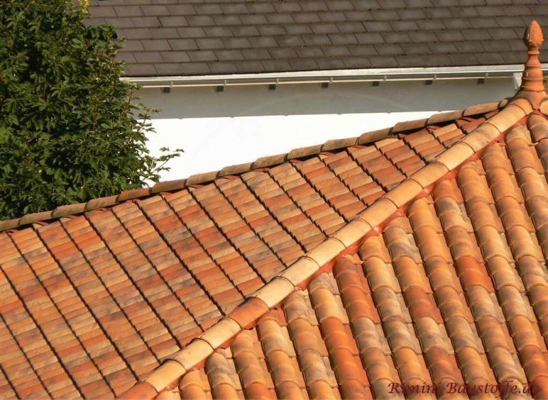 Zeltdach mit Dachschmuck in Herbstlaubfarben